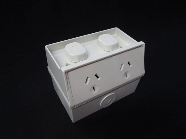 Double weatherproof outlet 10A